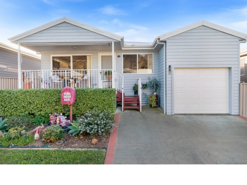 NEWLY LISTED IN LAKE MUNMORAH OVER 50's RESORT