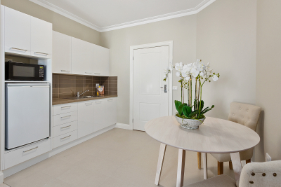The perfect downsizer – luxury serviced apartment at Cameron Close Village