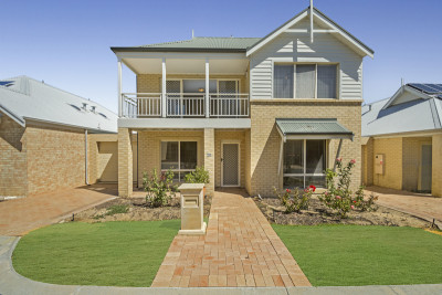 Be sure to inspect this well-presented townhouse with views, a host of features and loads of space for you to enjoy your new lifestyle.
