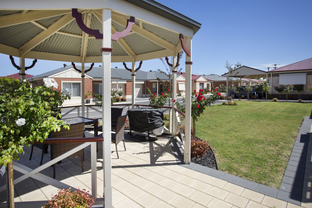 FEEL SAFE AND SOUND IN BEAUTIFUL SURROUNDINGS! Brand new off the plan retirement homes!