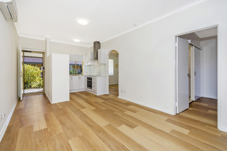 37 Lakeside Gardens - Snap up this fully upgraded home with a host of luxury features for a sensational price.