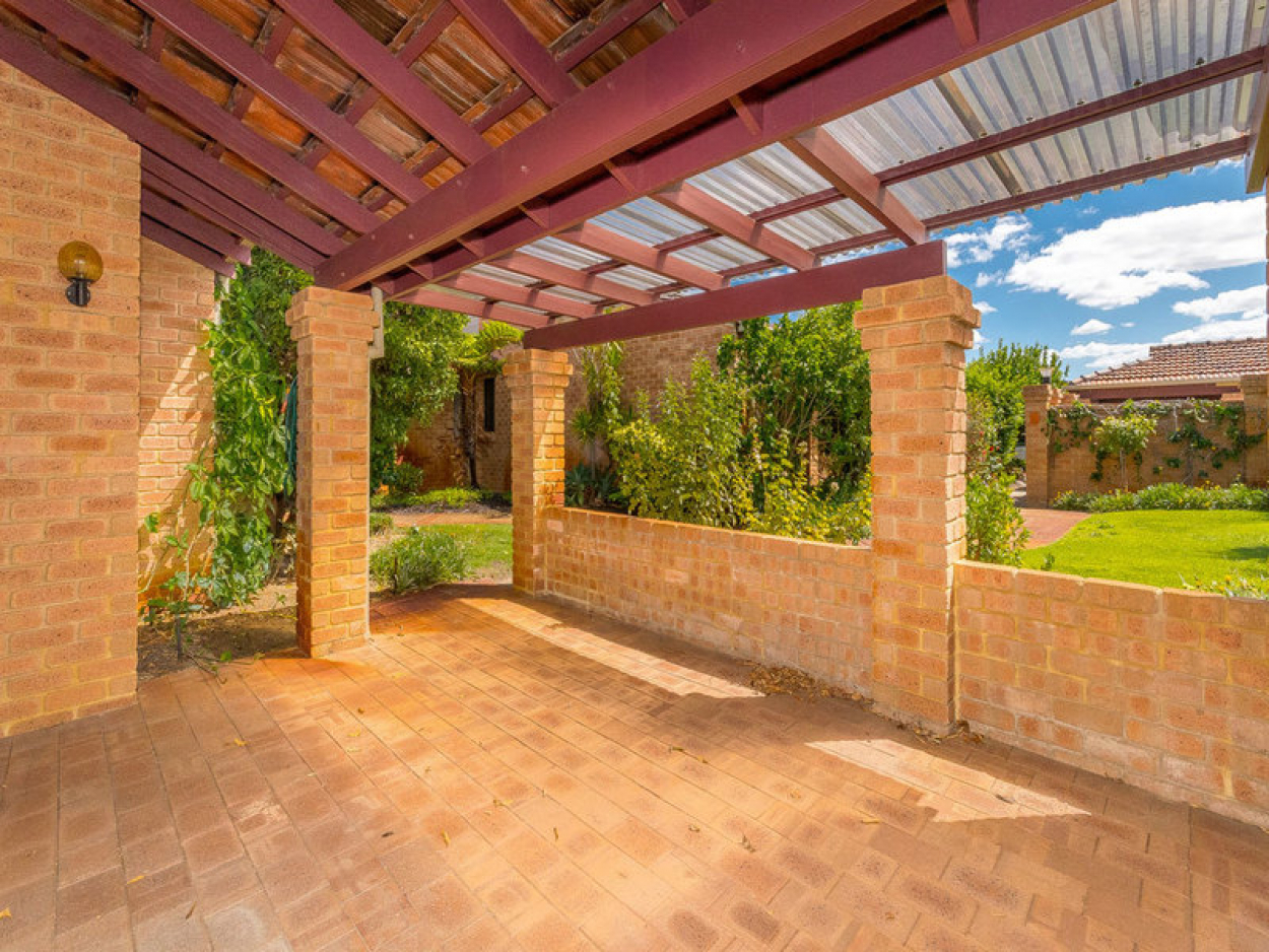 Beautifully presented with garden views