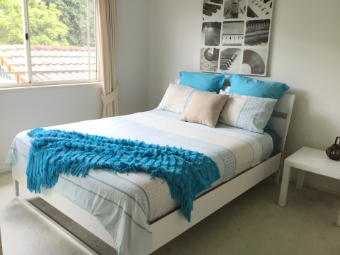 2 rooms for rent in Robina