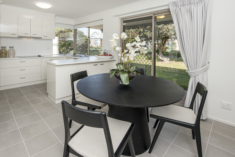 Delightful two bedroom villa close to Summerhill Shopping Centre - Latrobe Village