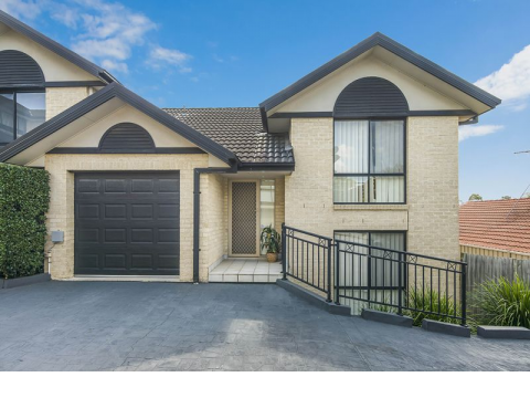 CONVENIENT LOCATION AND SPACIOUS TOWNHOUSE