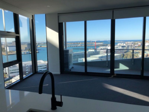 16TH FLOOR 1 BEDROOM APARTMENT- STUNNING HARBOUR AND CITY VIEWS
