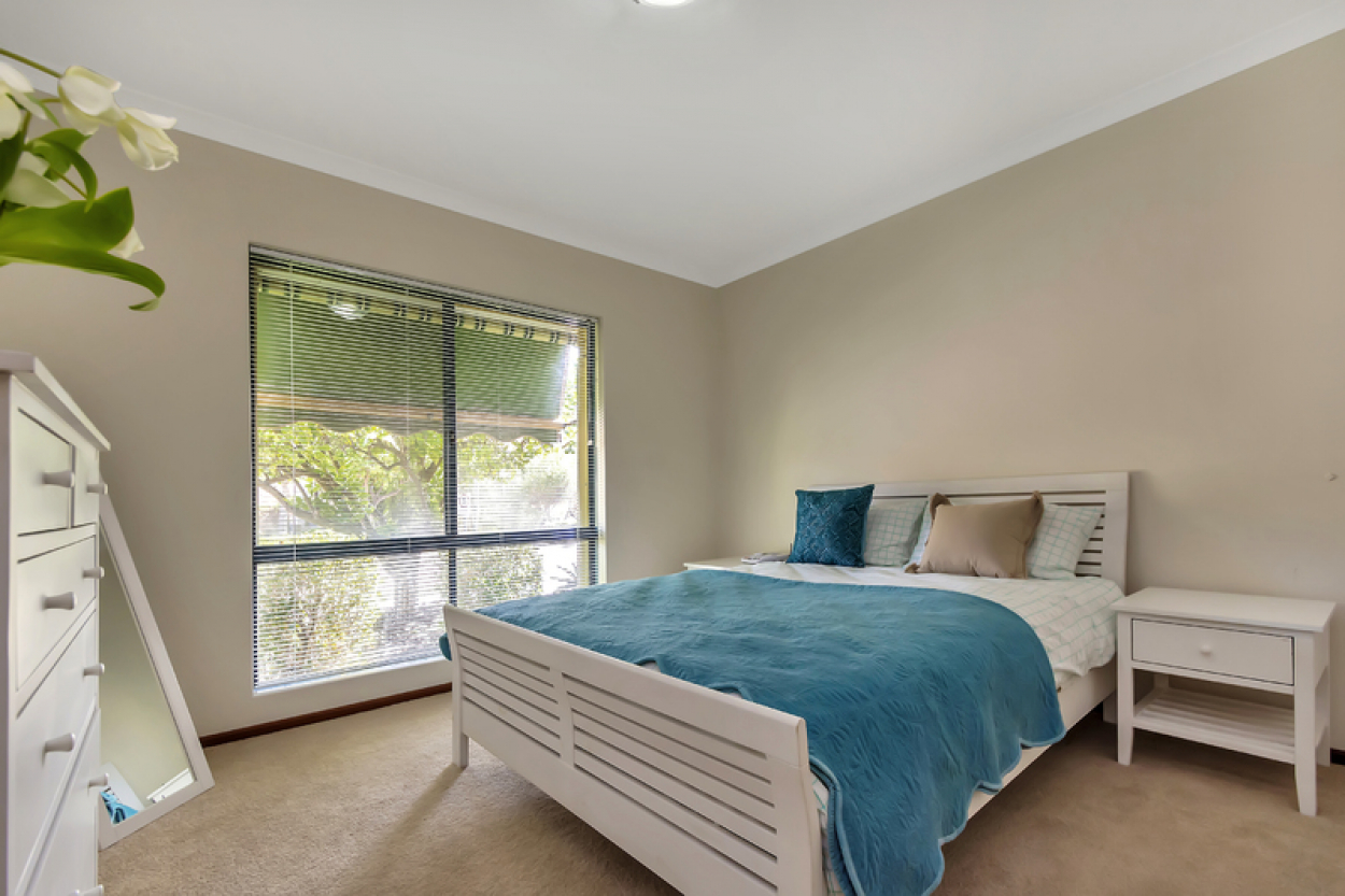 Set in an amazing location this light, bright and highly appealing home is sure to please.