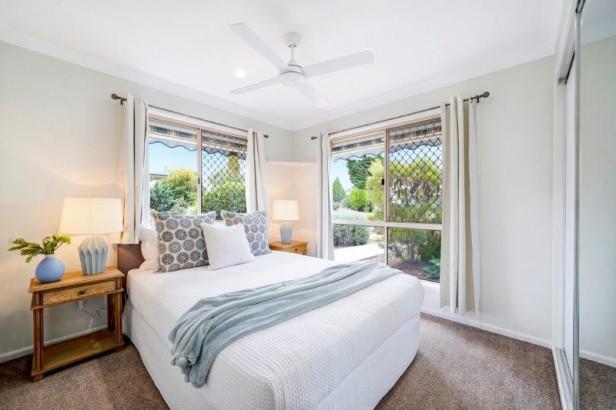 Beautiful South facing unit – fully refurbished