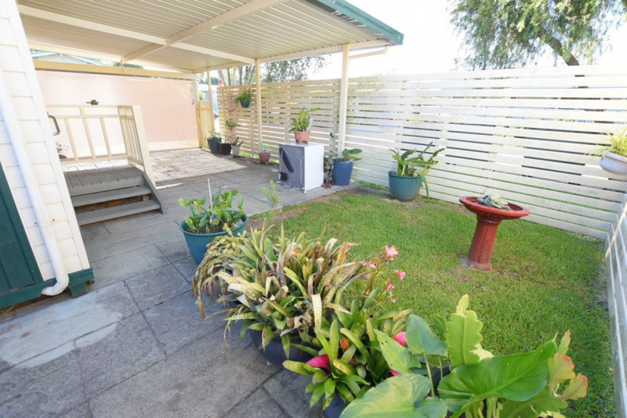 2 bedroom cottage style home with large wrap around verandah!