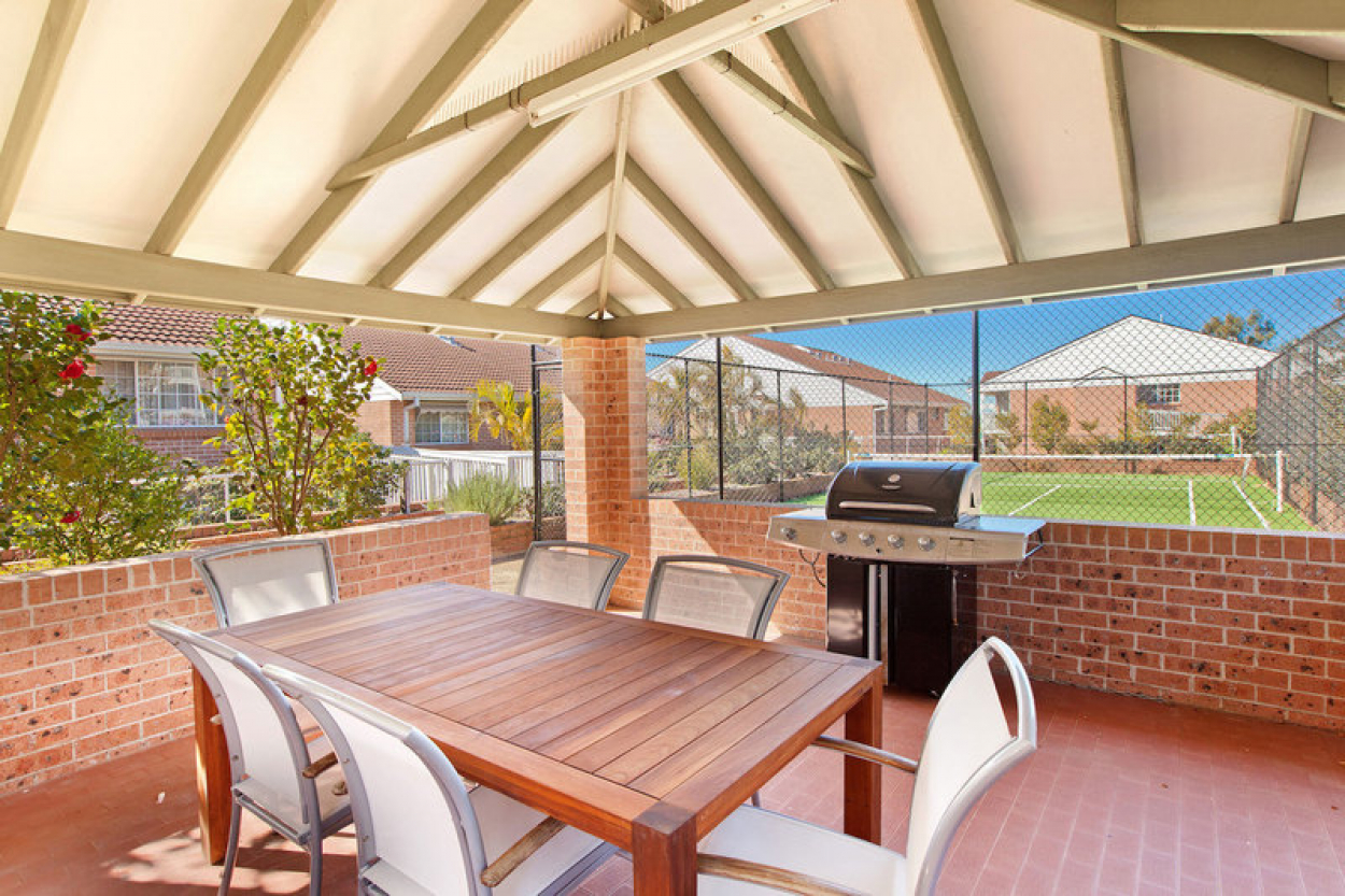 You'll be delighted with this newly renovated ground floor serviced apartment with a terrace overlooking a lush green garden.
