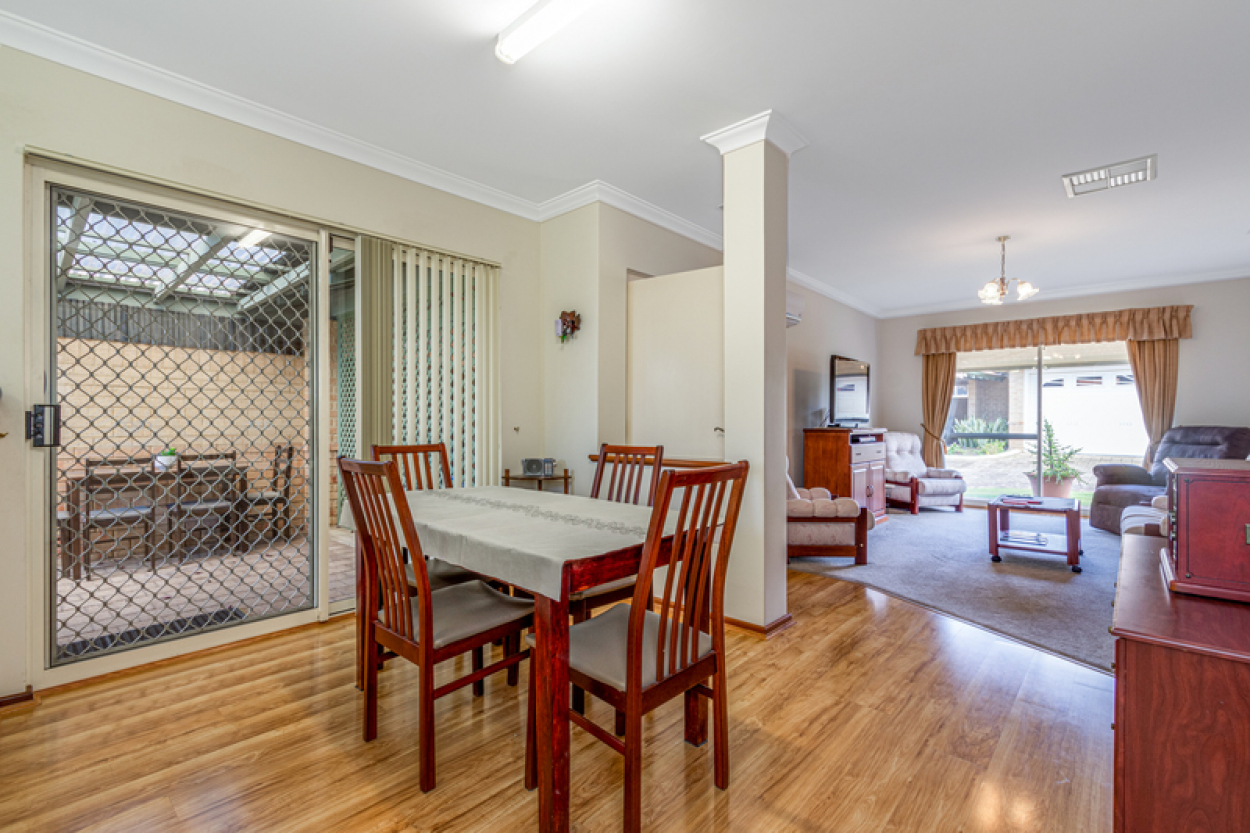 What a LOCATION and just a short stroll to the shops!  Be sure to put this delightful duplex villa on your list.