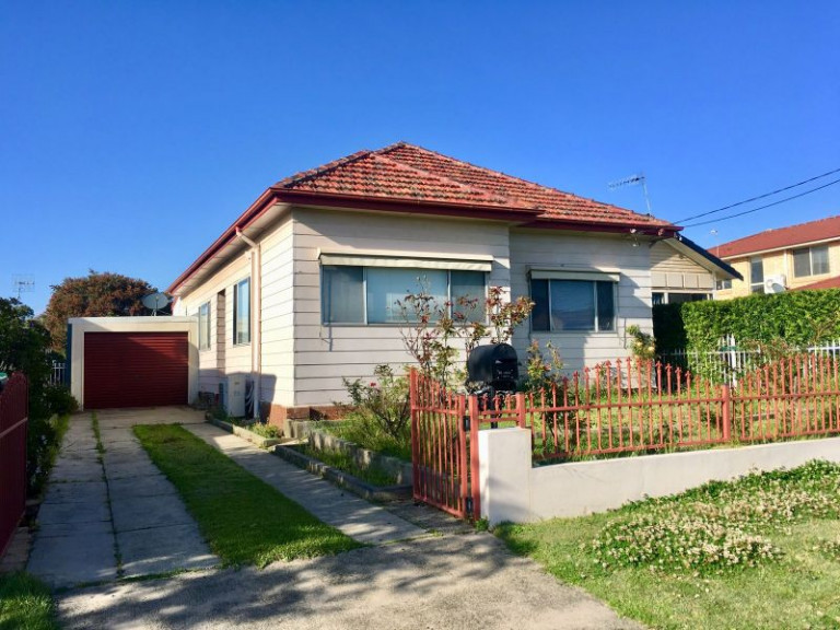 3 BEDROOM HOME ON LARGE LEVEL BLOCK
